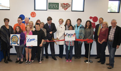 Phoenix Mayor Greg Stanton is joined by Debbie Castaldo (to the right), executive director of the Arizona Diamondbacks Foundation, along with members of the ARCH Board of Directors, members of the ARCHKids program, ARCH staff members and other partner agencies, as he cuts the ribbon on the new ARCHKids Diamondbacks Den (photo by Teri Carnicelli).