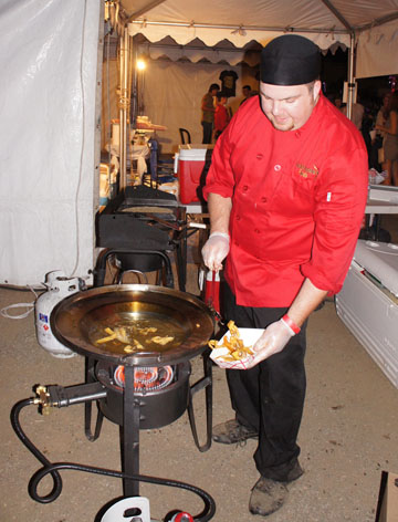 Chef Scott Wedge of Latin Fusion Foods catering fries up some homemade tortilla strips during the Roosevelt Row Chile Pepper Festival, which moves to a new location this year at the Phoenix Public Market on Sept. 27 (photo by Teri Carnicelli).