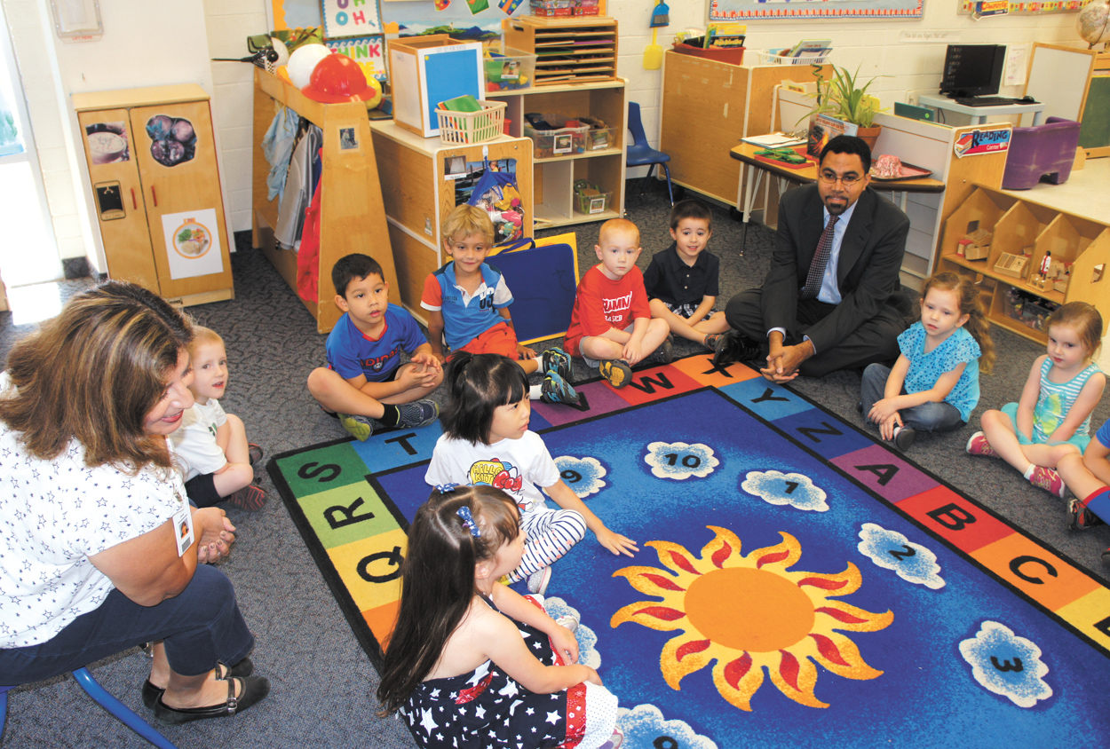 Carol Throckmorton, left, who has been an educator for more than 30 years, encourages the children in her PreK-B class at the HonorHealth Desert Mission Lincoln Learning Center to introduce themselves to their special guest—John B. King Jr., deputy secretary of Education at the U.S. Department of Education (photo by Teri Carnicelli).